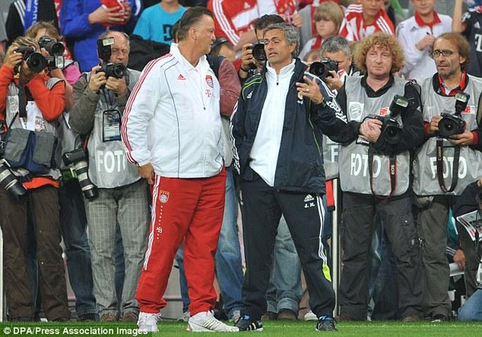 Cựu HLV Bayerm Munich Van Gaal gặp và ông Mourinho