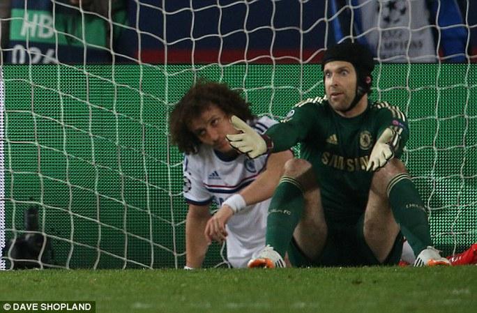 D. Luiz sau pha đốt lưới nhà