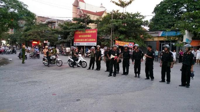 Lực lượng cảnh sát cơ động được huy động tại các ngả đường