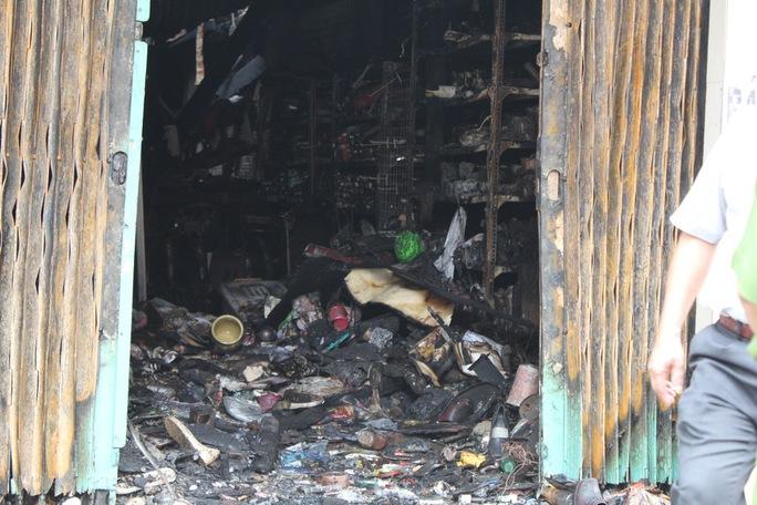 Căn nhà 416 Nguyễn Trãi, phường 8, quận 5, TP HCM, cháy rụi vào sáng sớm 16-9, khiến 7 người trong nhà tử vong.