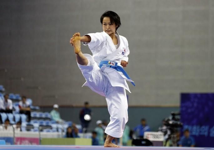 Những đường quyền nhanh nhẹn và dứt khoác giúp Kiyou Shimizu giành chiến thắng tuyệt đối trước Hoàng Ngân