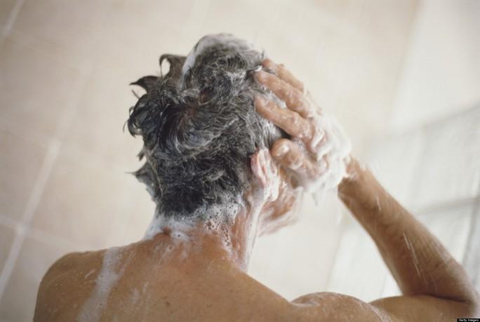 Hóa chất trong xà phòng có thể khiến đàn ông vô sinh. Ảnh: Huffington Post