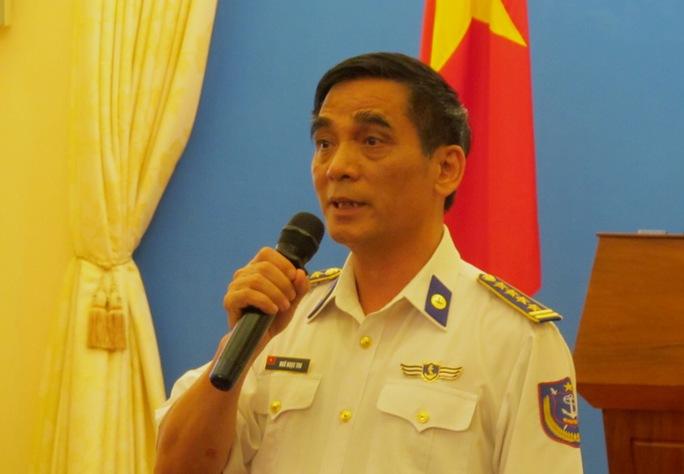 Phó tư lệnh, Tham mưu trưởng Cảnh sát biển Việt Nam Ngô Ngọc Thu khẳng định Trung Quốc thường xuyên duy trì khoảng 4-6 tàu chiến hoạt động quanh giàn khoan 981