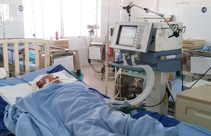 Ông Hồng trong những ngày nằm điều trị tại Bệnh viện Đa khoa Lâm Đồng Ảnh: Báo Lâm Đồng