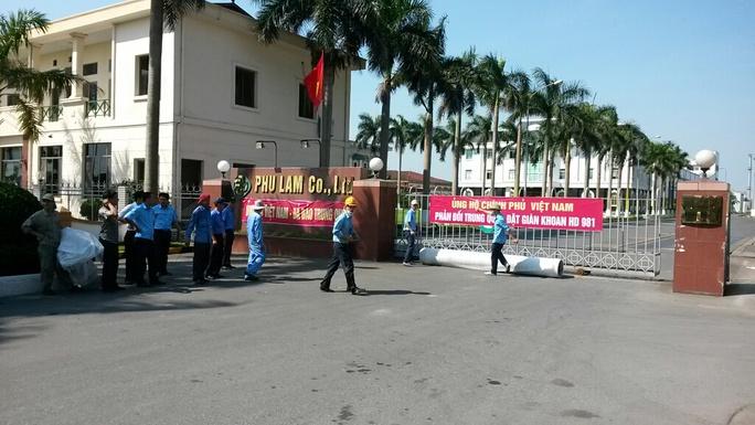 Căng băng-dôn ủng hộ Chính phủ Việt Nam, phản đối Trung Quốc đặt trái phép giàn khoan HD 981