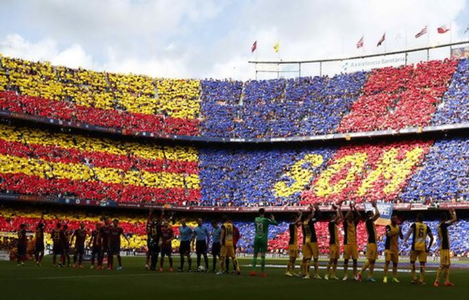 Barcelona rao bán tên sân Nou Camp, dùng tiền làm việc nghĩa - Ảnh 3.