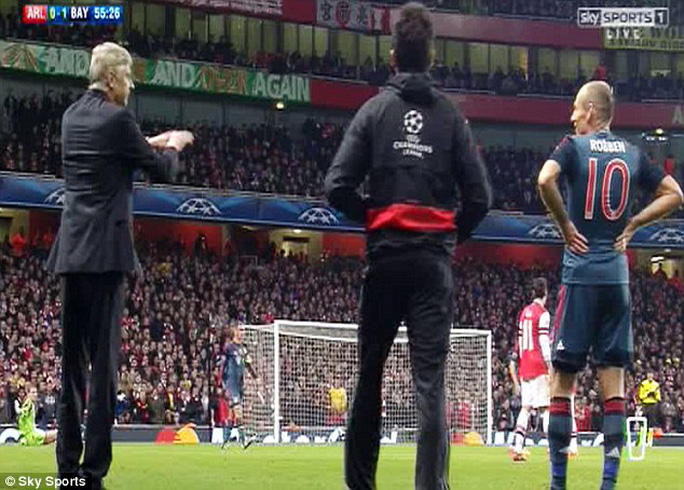 Ông Wenger tố Robben ăn vạ