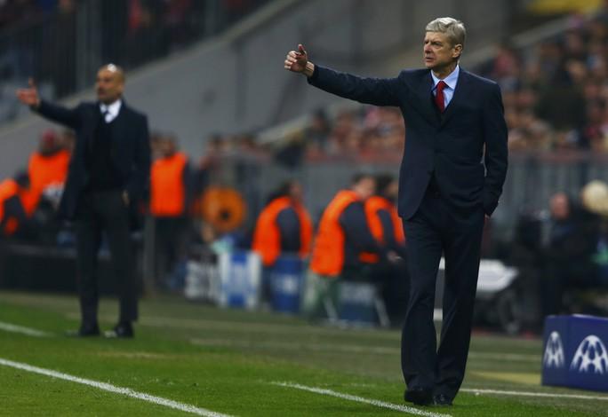Ông Wenger trong trận đấu rạng sáng 12-3
