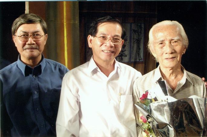 Ông Nguyễn Minh Triết - Nguyên chủ tịch nước Việt Nam và NSND Diệp Lang thăm NSND Viễn Châu