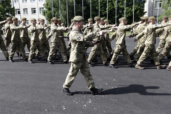 Binh sĩ Anh cũng tham gia cuộc tập trận. Ảnh: Reuters