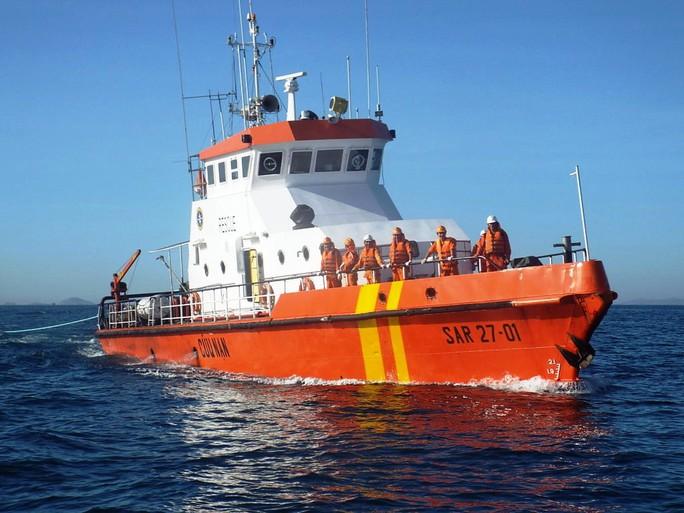 Tàu cứu hộ lên đường làm nhiệm vụ