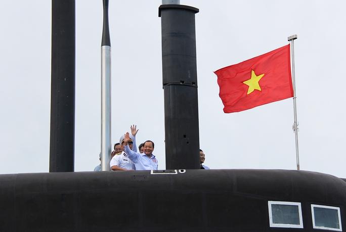 Bí thư Thành ủy TP HCM Lê Thanh Hải thăm Tàu HQ-183 Thành phố Hồ Chí Minh