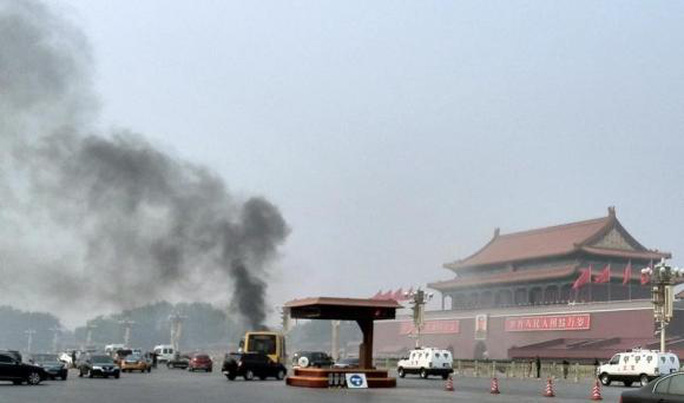 Hiện trường vụ tấn công ở Thiên An Môn tháng 10 năm ngoái. Ảnh: Reuters