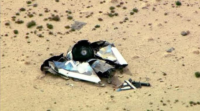 Những mảnh vỡ của tàu vũ trụ du lịchSpaceShipTwo. Ảnh: Reuters