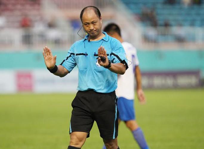 Trọng tài Hoàng Anh Tuấn bỏ qua quả phạt đền cho HAGL
