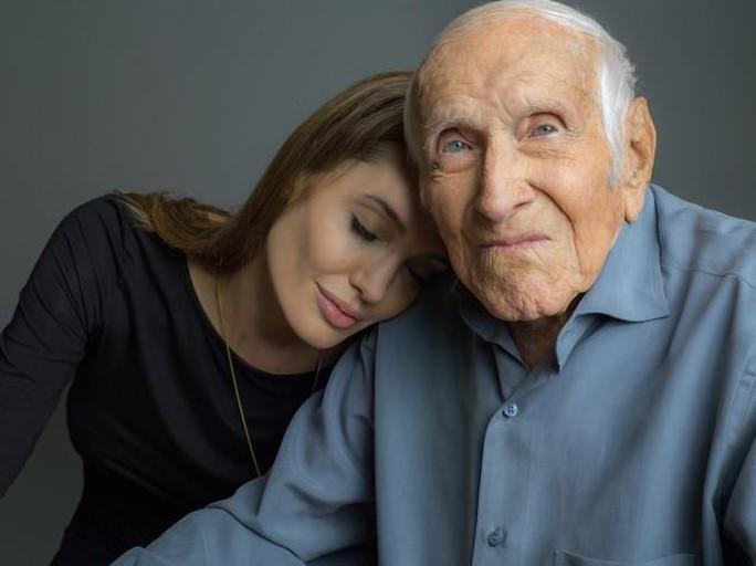 Angelina và ông Louis Zamperini đã trở thành bạn thân