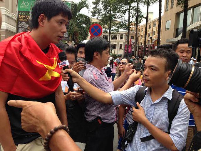 Công dân người Hoa thấy bị tổn thương sâu sắc