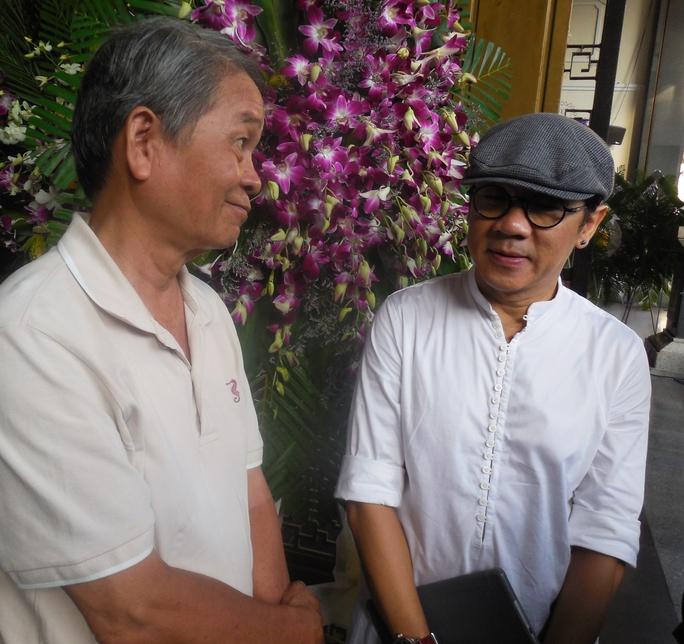 Nhà thơ Cao Quảng Văn và NSƯT Thành Lộc tại tang lễ của nhà thơ -soạn giả Kiên Giang