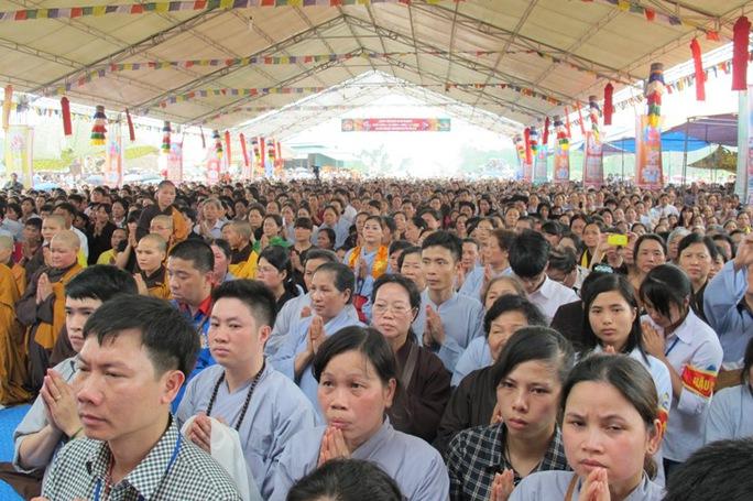 Lễ cầu an của Pháp Vương Drukpa thu hút sự tham gia của đông đảo Phật tử đến từ nhiều tỉnh thành trong cả nước