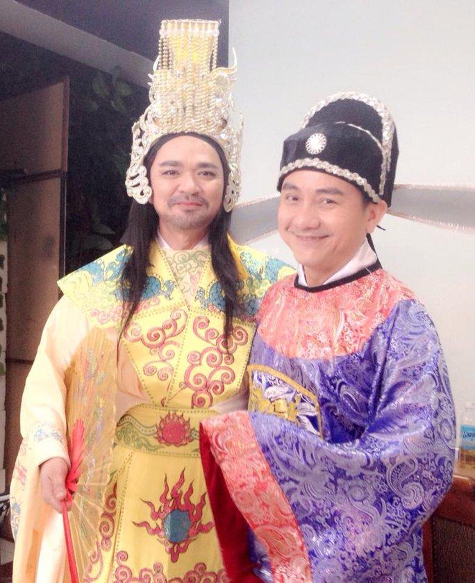 Quốc Thảo vai Ngọc Hoàng và Anh Vũ vai Táo thủy lợi trong kịch táo của VTV 9