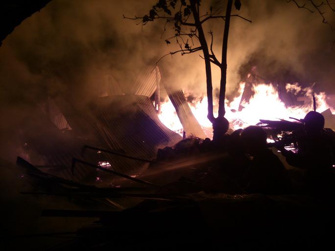 Cháy lớn tại Công ty sách thiết bị trường học Phú Yên
