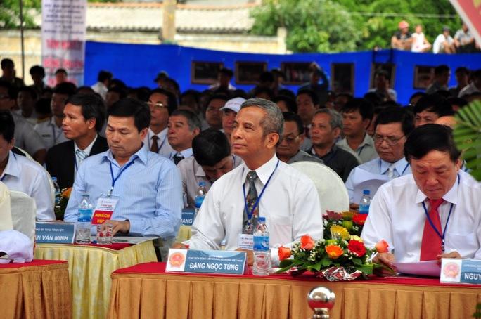 Chủ tịch Tổng liên đoàn lao động Việt Nam Đặng Ngọc Tùng cũng về tham dự lễ khánh thành dự án cấp điện cho huyện đảo Lý Sơn bằng cáp ngầm