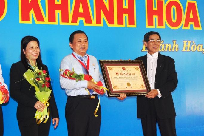 Trao xác lập kỷ lục Việt Nam cho Công ty Yến Sào Khánh Hòa