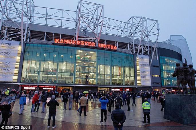 """SVĐ Old Trafford, nơi sẽ diễn ra trận """"không kích"""" ông Moyes"""
