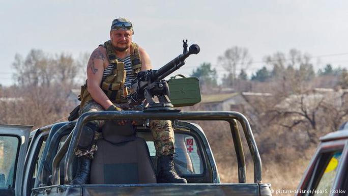 Phe ly khai cũng cáo buộc binh sĩ Ukraine sử dụng vũ khí hạng nặng gần sân bay Donetsk. Ảnh: EPA