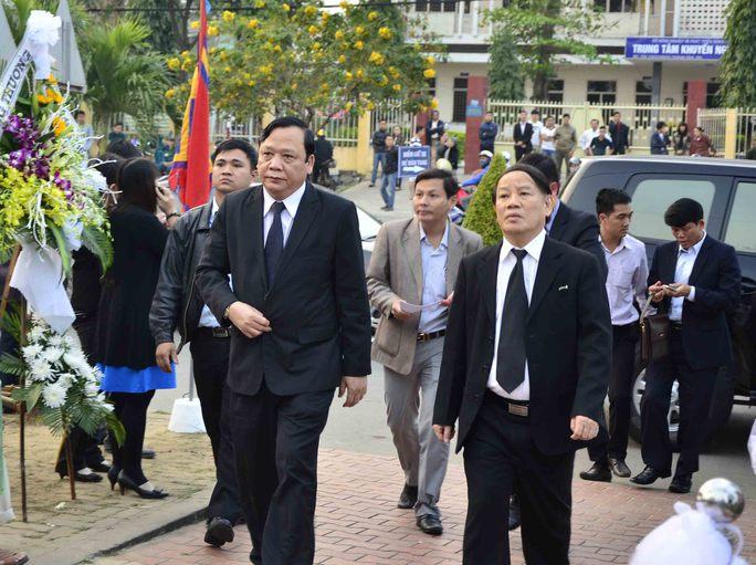Ông Huỳnh Ngọc Sơn - Phó Chủ tịch Quốc hội và ông HUỳnh Nghĩa - Trưởng đoàn đại biểu Quốc hội Đà Nẵng