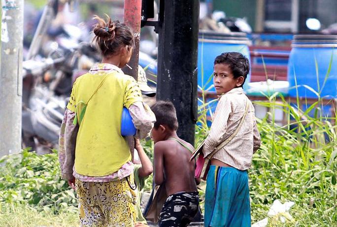 Trẻ không biết tiếng Việt bị chăn dắt trên Quốc lộ 1