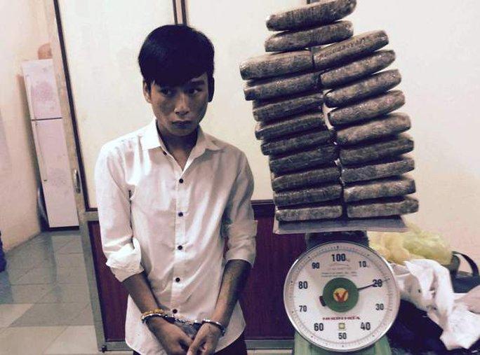 Đối tượng Thắng và số cần sa được CSGT Thanh Hóa phát hiện bắt giữ