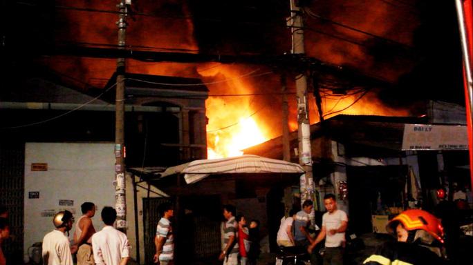 Phó chủ tịch UBND TP HCM chỉ đạo chữa cháy trong đêm