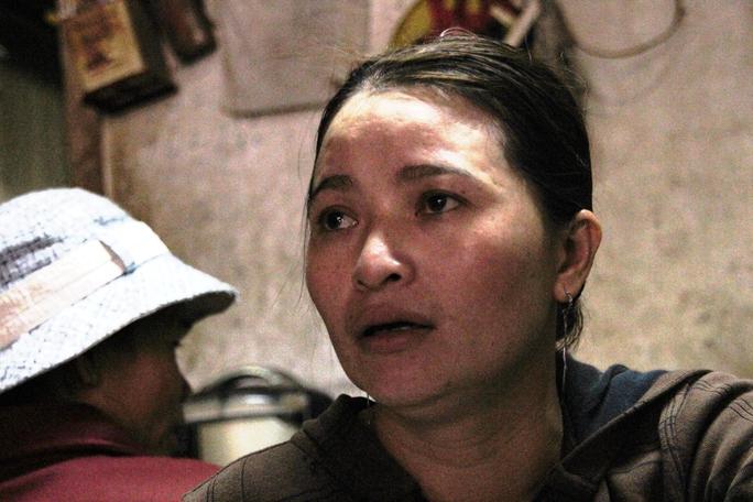Chị Hồng cho biết việc đầu tiên là mua gạo phát cho những người nghèo khổ, sau đó giúp đỡ các trẻ em mồ côi ở chùa