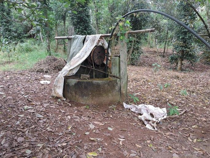 Cái giếng nơi phát hiện thi thể cháu V.