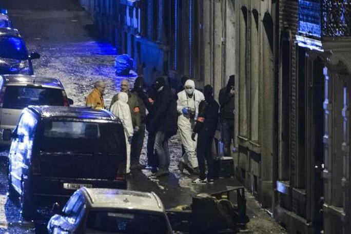 Cảnh sát Bỉ trấn áp khủng bố hôm 15-1. Ảnh: Reuters