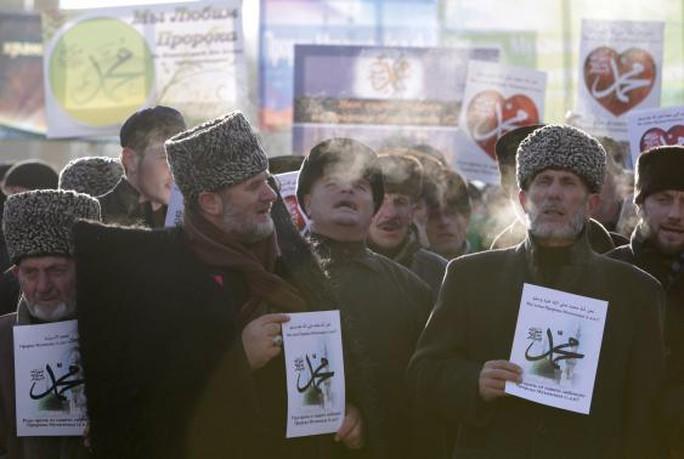 Người dân Chechnya biểu tình hôm 19-1. Ảnh: Reuters