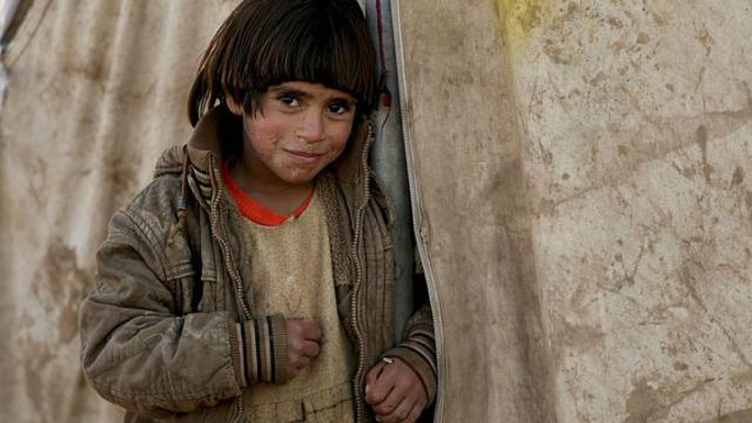 Một đứa trẻ người Yazidi đứng trong trại tị nạn ngày 29-11-2014. Ảnh: Reuters