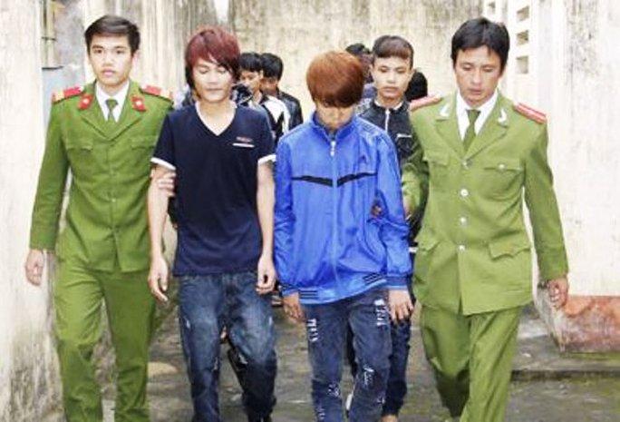 Một trong số những thanh niên bị Công an huyện Thiệu Hóa bắt giữ để điều tra về hàng vi đánh người đốt xe máy