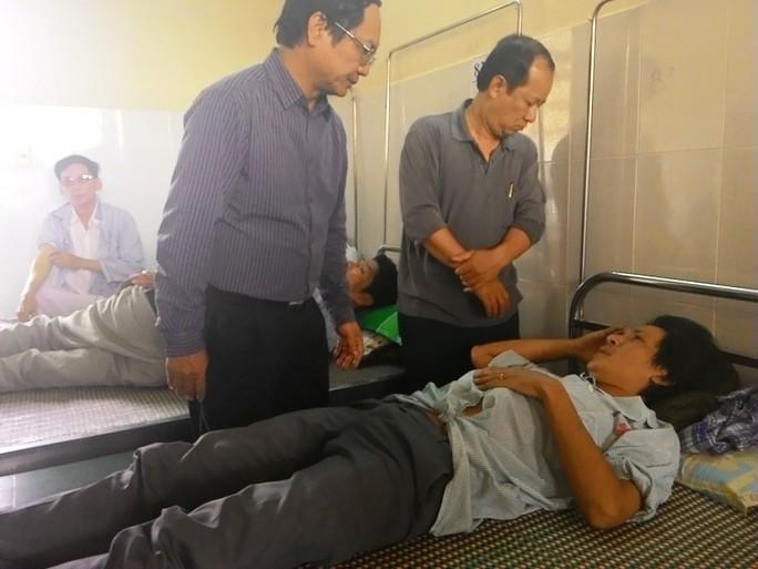 Đại diện lãnh đạo Tổng Công ty Đường sắt Việt Nam đến thăm phụ tàu Hồ Ngọc Hải.