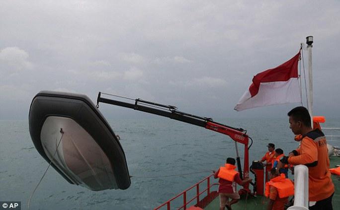 Chiến dịch tìm kiếm chiếc AirAsia QZ 8501 gặp nạn trên biển Java đã kết thúc đêm 17-3. Ảnh: AP