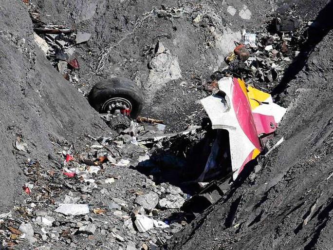 Mảnh vỡ của chiếc Germanwings 4U9525. Ảnh: Independent