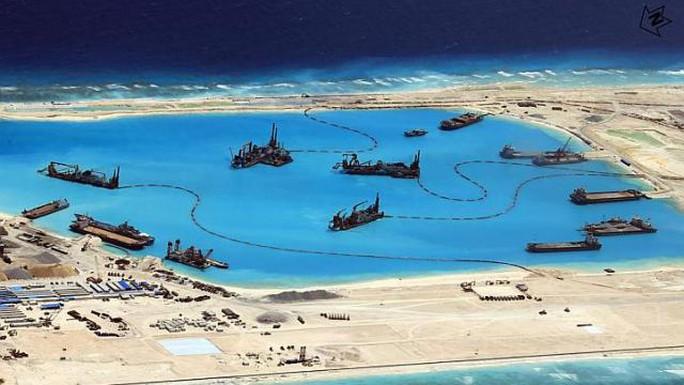 Hình ảnh của Philippines cho thấy Trung Quốc đang cải tạo Đá Chữ Thập trên quần đảo Trường Sa. Ảnh: EPA