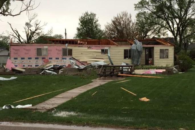 Nhiều ngôi nhà ở bang Nebraska bị lốc xoáy phá hủy. Ảnh: Twitter
