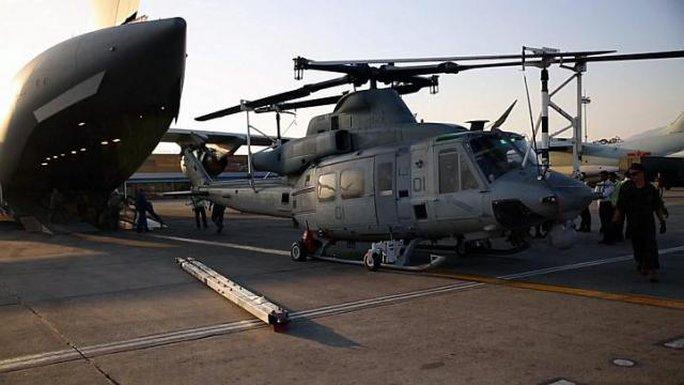 Hải quân Mỹ tại sân bay quốc tế Tribhuvan ở thủ đô Kathmandu - Nepal hôm 3-5. Ảnh: EPA