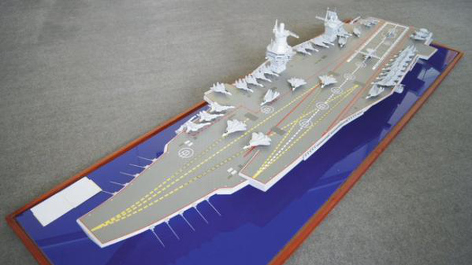 Mô hình siêu tàu sân bay lớp Shtorm của Nga. Ảnh: Twitter