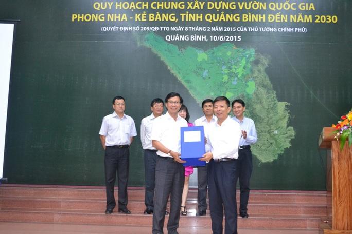 Trao quyết đ ịnh về Quy hoạch chung xây dựng vườn quốc gia Phong nha - Kẻ Bàng đến năm 2030 cho tỉnh Quảng Bình