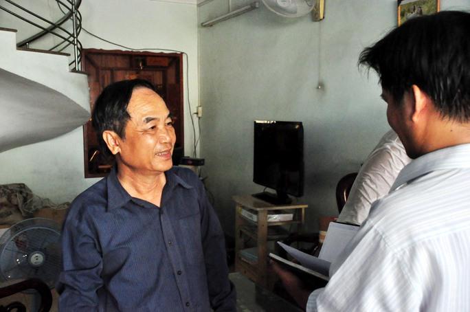 Ông Nguyễn Văn Tân, Chủ nhà số 773 Quang Trung, TP Quảng Ngãi kể lại sự việc. Ảnh: Tử Trực