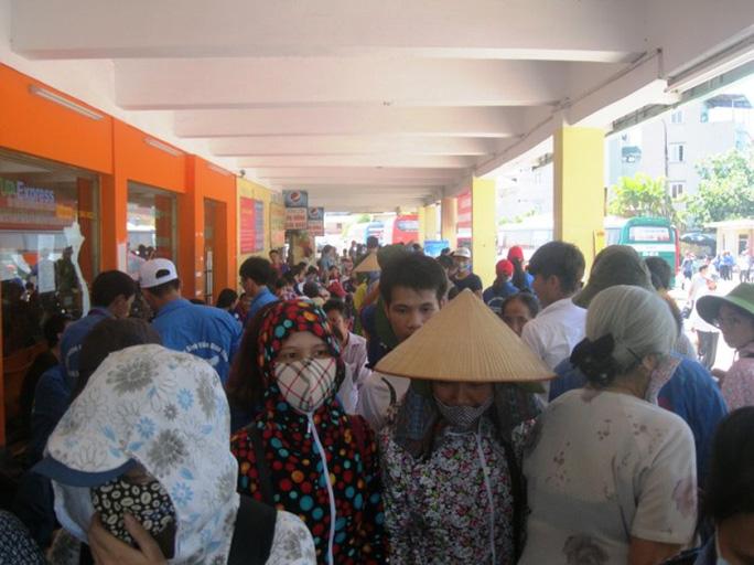 Sáng nay ngày 29-6 hàng ngàn sỹ tử của khắp các tỉnh miền Bắc đổ dồn về Hà Nội để dự kỳ thi tốt nghiệp THPT quốc gia năm 2015