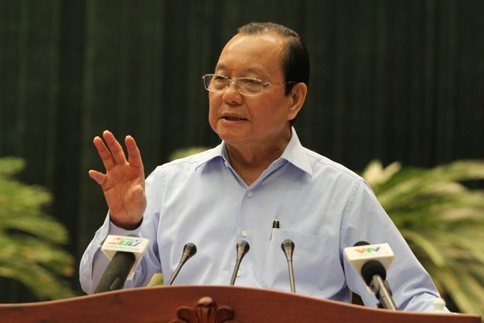 Bí thư Thành ủy TP HCM Lê Thanh Hải xót xa khi dân chưa có nước sạch (Ảnh: Hoàng Triều)